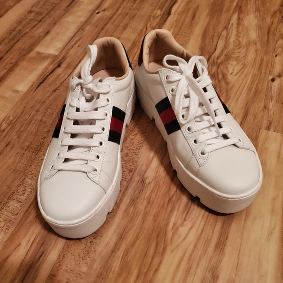 Womens Ace Embroidered Platform Sneaker